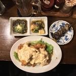 泪橋 - 泪橋(東京都中野区中野)ウーロン茶280円・お通し 400円・地鶏もも串 250円・チキン南蛮 宮崎の味 780円