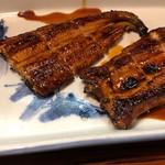 96612735 - カリカリに美味しく焼かれたうなぎ。天然以前に、焼きの技術がよすぎる。