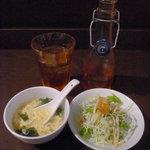 日比谷園 China Cafe&Dining - ランチセットのサラダ・スープと冷たい烏龍茶