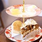 タイニー トリア アフタヌーンティー&カフェ - 心をほくはくに満たしてくれた クリームティー&ケーキセット