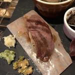 塊肉酒場 LOVE&29 - 黒毛和牛の炙り寿司(アップ)♪