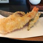 手打ち蕎麦と酒 佳蕎庵 - 海老一尾と野菜3種のそば