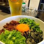 ビールとハイライト - 料理写真:人気の台湾まぜそば!ぜひご賞味下さい!