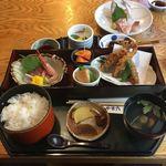 96626046 - メヒカリ唐揚げ定食1000円と白身魚刺身500円です。