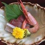 96626056 - 太刀魚炙り、イナダ、地エビ。