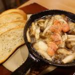 大衆肉居酒屋 ブルーキッチン - 漁師の夜食アヒージョ
