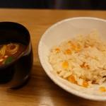 肉和食 月火水木金土日 - いくら土鍋ごはんわけわけと赤出汁