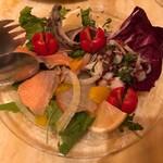 96633551 - 魚介類のサラダ