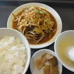 上海飯店 - 料理写真:玉子・肉・野菜炒め(890円)