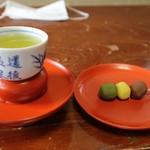 道後温泉本館 - 坊ちゃん団子とお茶