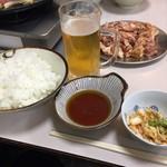 赤のれん - バラ焼き定食とホルモンとビール