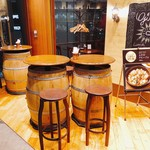 ジローナ - 気軽にあと一杯飲みたい方は樽のお席で!