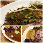 クボカリー - *スパイス―チキンカレーは大き目のチキンの切り身が二つ盛られ、辛味に弱い私にはかなり辛くて。 *とり軟骨ネギ炙りキーマ・・水分が少なくルーというよりはお総菜(でいいのかしら)を頂いているような感じ。 でも軟骨のコリコリした食感もよく辛いですが味わいは好み。 *サンバル(南インドの豆と野菜のカレー)は、普通。