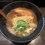 ラーメン純風殿 - 縮れ中細麺