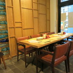 La Maison du 一升 Vin - 1Fテーブル席。この横にワインセラーがあります。