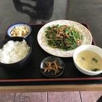 中国家庭料理 餃子王 - 料理写真:青椒肉絲定食!