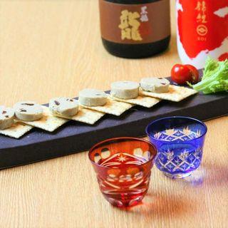 多彩な日本酒を、お好みの量と温度で飲み比べ