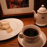 カフェ マメヒコ - レアチーズ、深入り珈琲