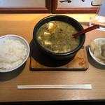 96640367 - 緑の麻婆豆腐、ライス、ザーサイ