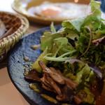 グッドモーニングカフェ - サラダボウル+目玉焼き