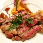 ピッツェリア・サバティーニ - 和牛リブロース肉のタリアータフォンドヴォーのソース