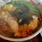 千寿亭 - ツレの天ぷらにゅうめん。エビがしっかり2尾。1000円以内でこれはお得。