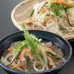 麺酒房 文楽 - 文楽新名物 「野菜たっぷりそば」350gの野菜がたっぷり