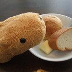 Mirairesutoranandokafe - ランチのパン