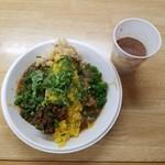 SPICY CURRY 魯珈 - 黒胡麻坦々咖喱+搾菜のウプマと牛バラ中華咖喱 +木耳アチャールのあいがけカレーとチャイ