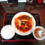 竹園 - 肉団子甘酢煮とライス(小)、スープ(サービス)