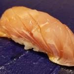 96656162 - (11)金目鯛(千葉県銚子産)                       旬に入りして、脂のりも濃厚ですがしつこく無く、口腔に拡がる上品かつ濃い旨み、儚く消えるあと味、歓喜のひと時                       身の柔らかさと旨みの濃さから数日寝かせている様子です