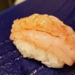 96656167 - (12)北国赤海老(甘海老・富山県産・即日)                       殻は薄く、身は水分が多い                       旨みは少なく、甘みが強い                       この甘みは粘液質のアミノ酸によるもの                       かなり鮮度が良く、薫りの良さが際立っています