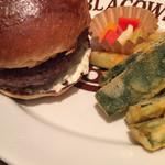 96656767 - ハンバーガー+グリルオニオン&ズッキーニのフリット