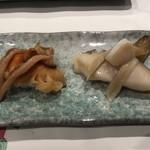 梅丘寿司の美登利総本店 - むきたて赤貝と北寄貝