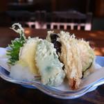 江戸久 - さつまいも、ピーマン、えのき、カボチャ、ナス、海老、大葉の天ぷら