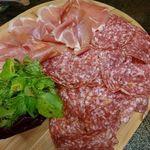 96664705 - イタリア産サラミとスペイン産生ハムの盛合せ