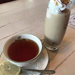 カヴァル・カンティ - 紅茶400円とアイスアーモンドラテ550円(´。✪ω✪。`)