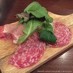 池袋 Cafe&Dining Pecori - 生ハムとサラミの盛り合わせ