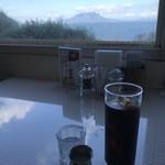 96671682 - 食後にアイスコーヒーをオーダー                       店内から桜島が見えます