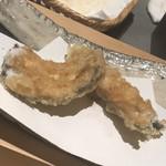96685220 - この穴子は絶品。赤崎の牡蠣とヒメコダイに並ぶ今夜の三横綱(^◇^)尻尾は塩で、お腹は天つゆで、とのご託宣