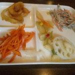 和食イタリアン 葉菜ミドリー静乃 - 便利な取り皿