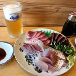 田中鮮魚店 - かつお刺身とたたき、とびうお、あじ