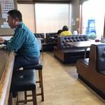 原ラーメン店 - 店内をパシャ 平日の12時過ぎ