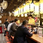 麺屋 まんてん - 広めの大衆酒場の雰囲気