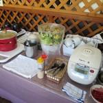 南風亭 - みそ汁・サラダ・カレーの食べ放題は継続中