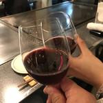 96697943 - まずは赤ワインで乾杯