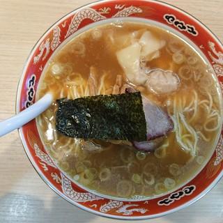 支那ソバ すずき - 料理写真:2018年11月 ワンタン麺3個入り 800円