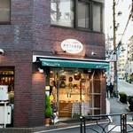 オザワ洋菓子店 - 外観 街のケーキ屋さんといった雰囲気^ ^