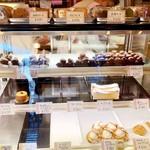 オザワ洋菓子店 - ショーケース イチゴシャンデ以外も美味しそう!