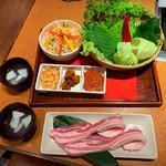 天下味 - 料理写真:芋豚と10種類のサムギョプサルセット